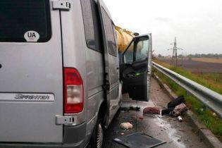 Столкновение молоковоза и маршрутки на Полтавщине: одна из пострадавших скончалась в больнице