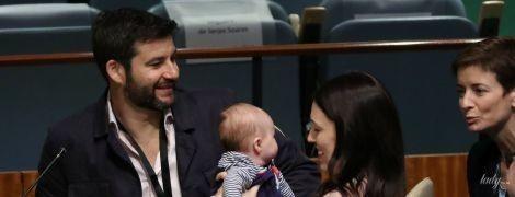 У стильному кардигані і з тримісячною донькою на руках: прем'єр-міністр Нової Зеландії на Генасамблеї ООН