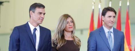 На шпильках и с яркой помадой: эффектная жена премьер-министра Испании на официальной встрече