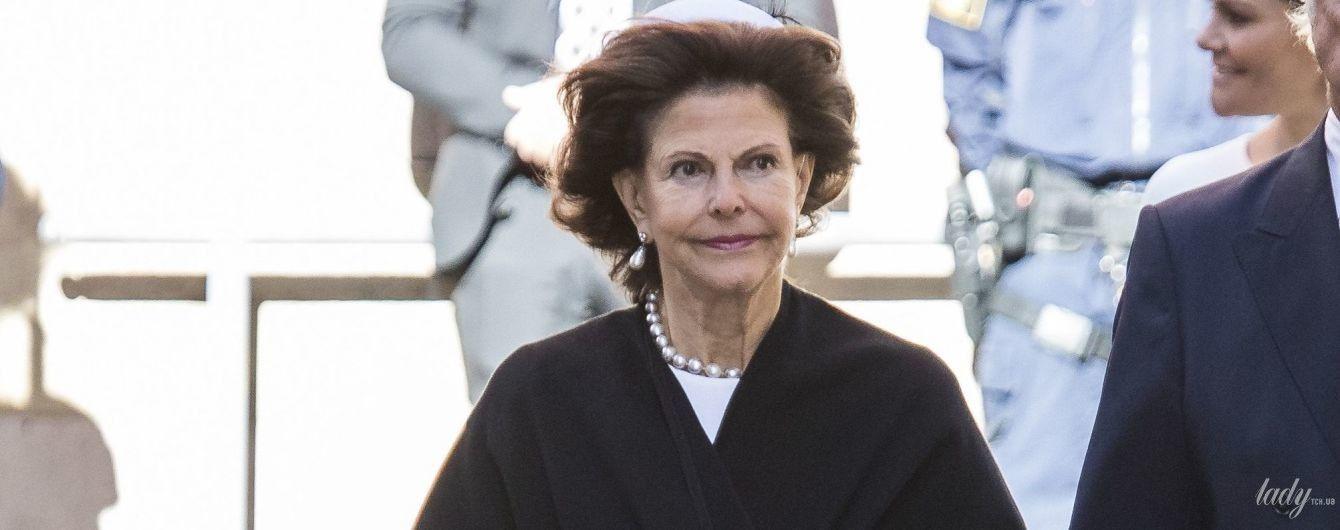 Як завжди, елегантна: 74-річна королева Сільвія з родиною на урочистій службі