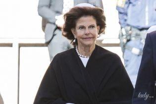 Как всегда, элегантна: 74-летняя королева Сильвия с семьей на торжественной службе