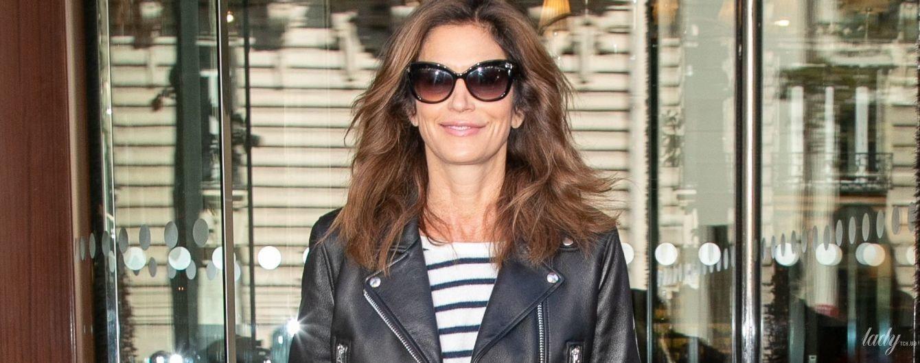 В косухе и джинсах-скинни: Синди Кроуфорд приехала в Париж