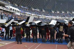 Болельщики индонезийского клуба палками насмерть забили фаната соперника