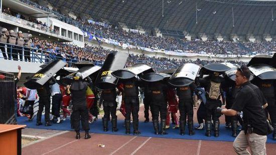 Уболівальники індонезійського клубу палицями на смерть забили фаната суперника