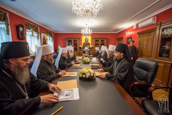 Зустріч Порошенка та єпископів УПЦ МП зірвано. Церковників тримають у Лаврі