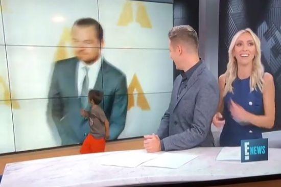 Все пошло не так: в США сын телеведущей выбежал на съемочную площадку во время прямого эфира