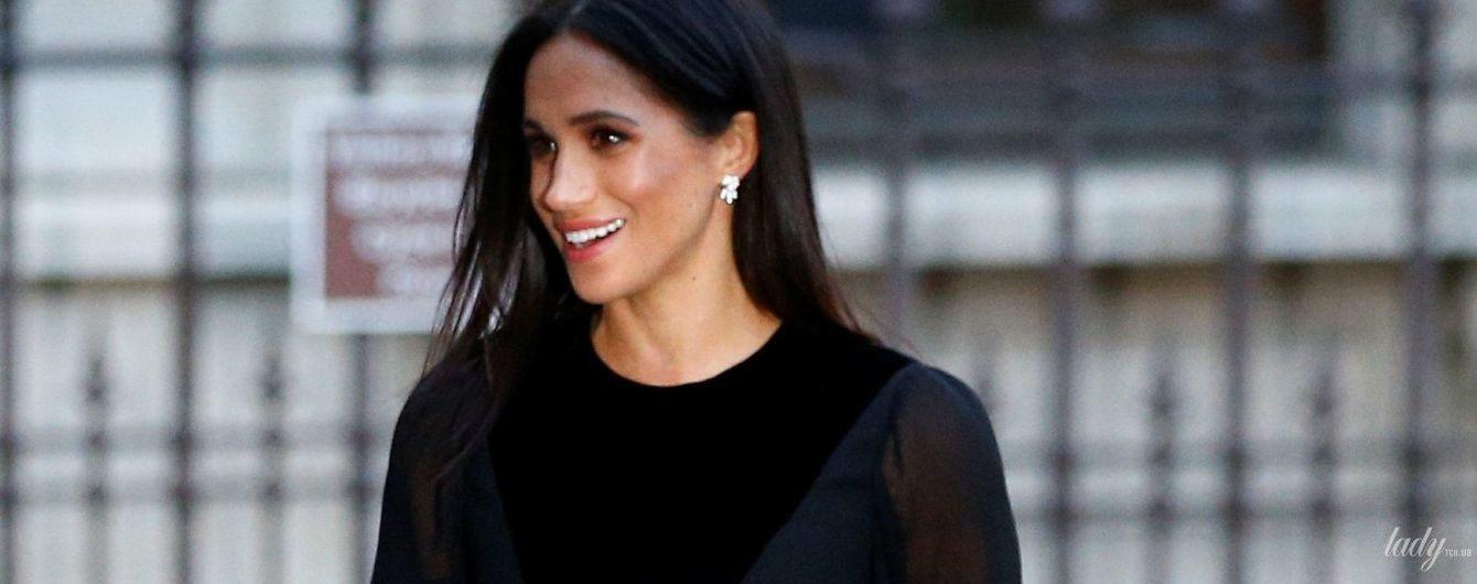 Виглядає бездоганно: герцогиня Сассекська Меган у сукні Givenchy приїхала в Королівську академію