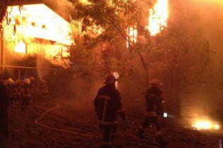 В Одесі горить санаторій, охоронці кажуть про підпал