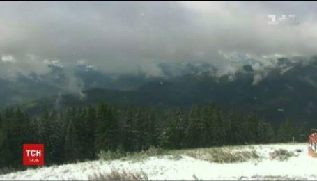 За сутки на высокогорье Карпат намело 10 сантиметров снега