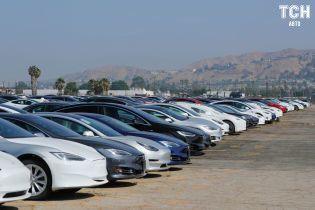 Tesla претендует на звание лидера продаж среди премиальных автомобилей