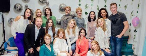 """Олена Кравець і Ко під шампанське та кольорові тістечка представили гумористичний проект """"Жіночий Квартал"""""""