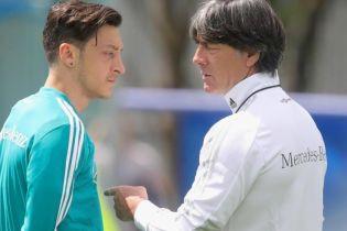 Озил отказался встретиться с тренером Германии после расистского скандала