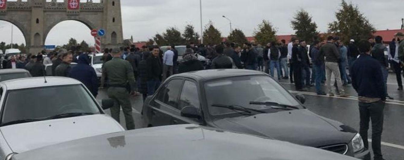 Між Чечнею та Інгушетією виник конфлікт за землю: правоохоронці перекрили дороги та заблокували інтернет