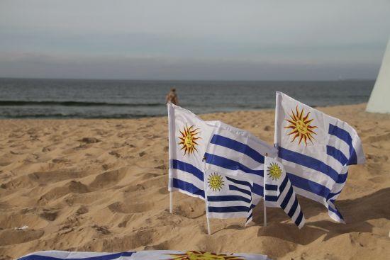 Україна встановила безвізовий режим з Уругваєм