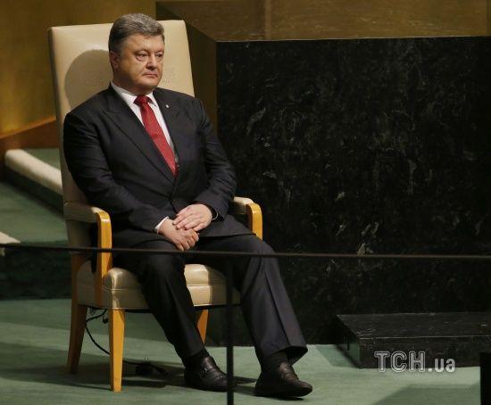 Бути українцем або кримським татарином у Криму сьогодні кримінальний злочин – Порошенко