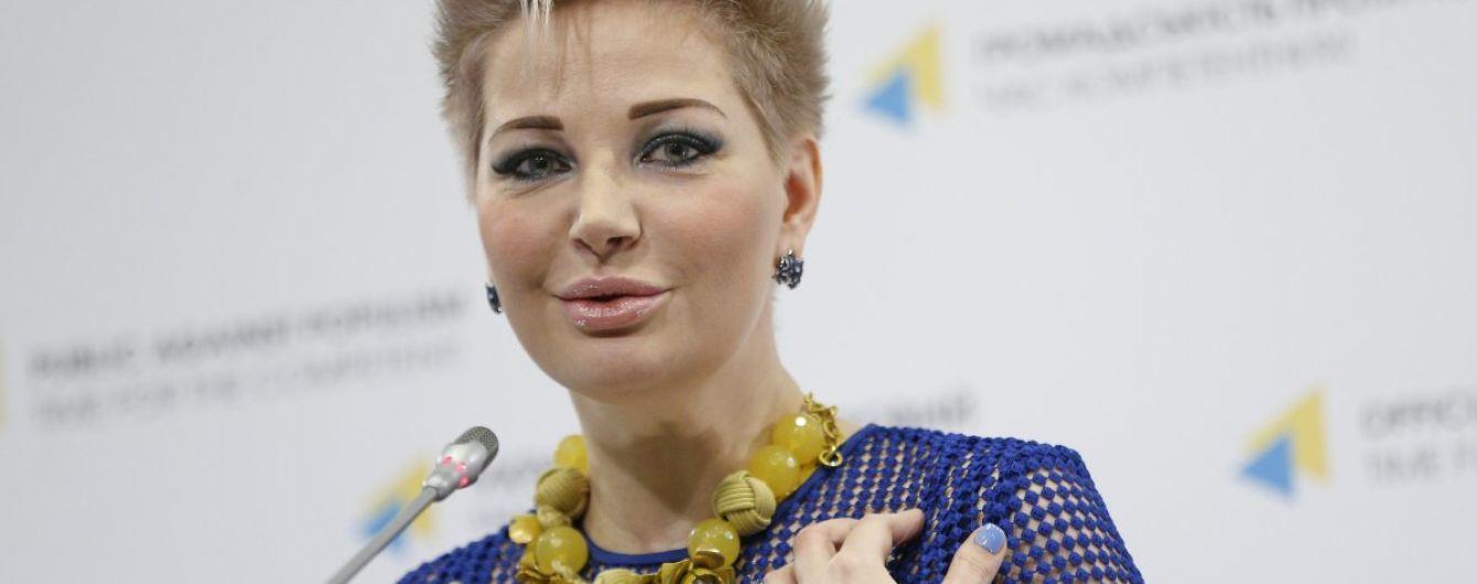 """""""Дверь уже взломана, 15 человек стоят в коридоре"""": Максакова заявила о захвате ее квартиры в Киеве"""