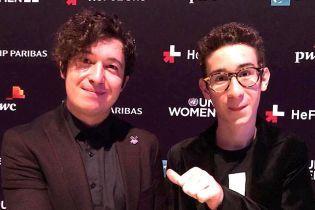 Феминист Ріаnобой с сыном и голливудской звездой Энн Хэтэуэй отстаивал права женщин в Нью-Йорке