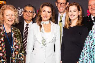 Элегантная королева Рания в белом костюме появилась на саммите в Нью-Йорке