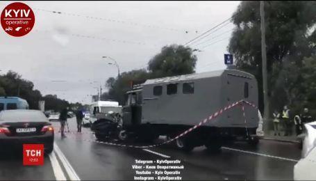 Смертельна авария на Демеевской площади - столкнулись такси и грузовик