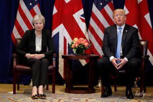 В любимой паре обуви: Тереза Мэй пришла на встречу с Трампом в стоптанных балетках