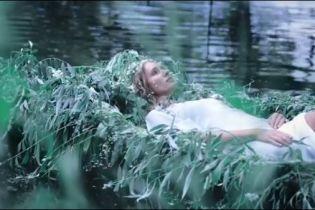 Загадочная Екатерина Осадчая снялась в мистическом видео, где сыграла мавку