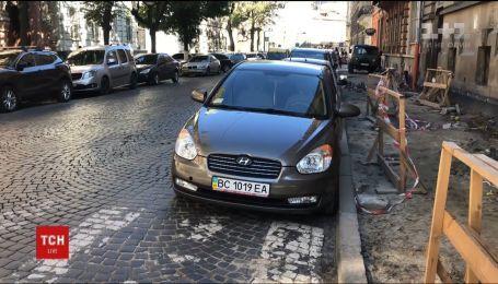 Штраф или даже эвакуация без участия водителя: с сегодняшнего дня в Украине действуют новые правила парковки