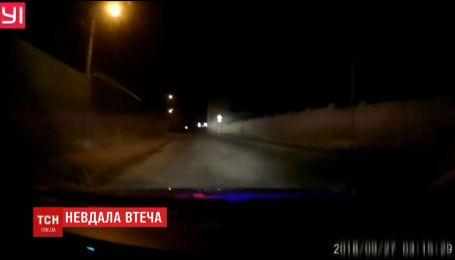 В Черновцах пьяный водитель чуть не врезался в полицейских