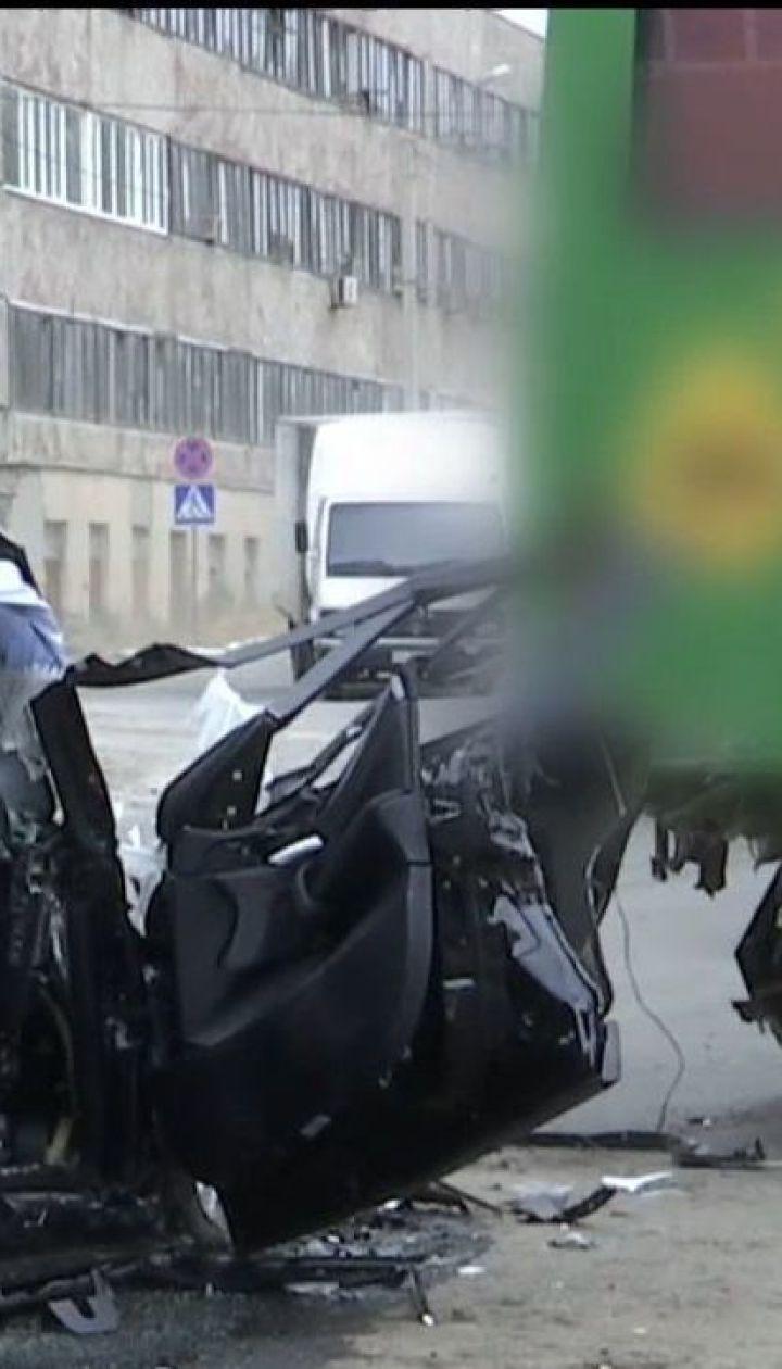 в Харкові досі не затриманий водій BMW, який врізався у автобус