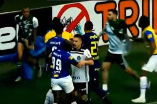 В Бразилии произошла масштабная драка с элементами бокса между футболистами