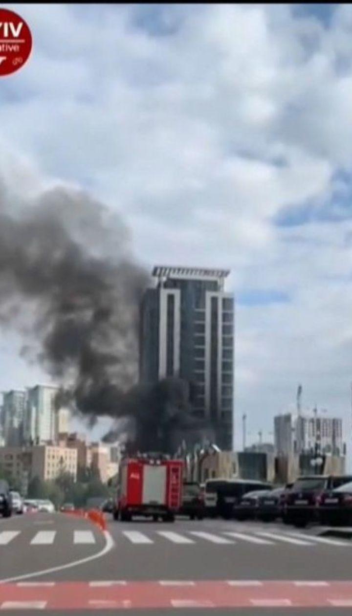 В элитном районе столицы загорелась многоэтажка