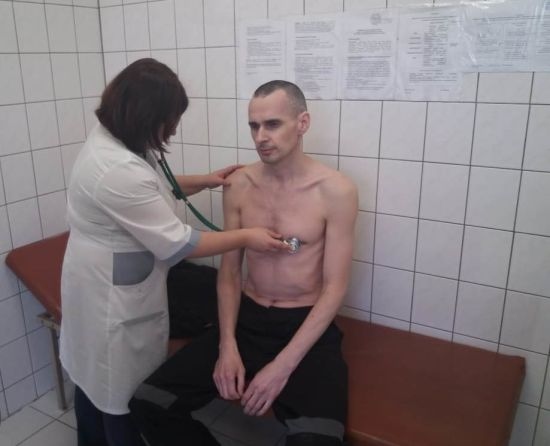 Російський режисер про стан Сенцова: продовжує перебувати в медсанчастині