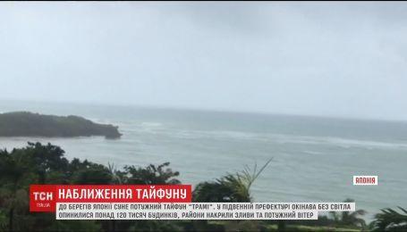 "К берегам Японии движется мощный тайфун ""Трами"""