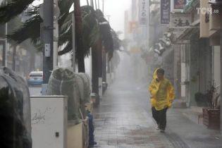 Понад сотні поранених та двоє загиблих: Японія потерпає від потужної стихії