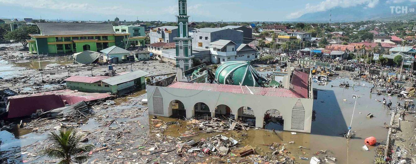"""Землетрус і цунамі в Індонезії: після удару стихії регіон накрила """"хвиля"""" грабежів і злочинів"""