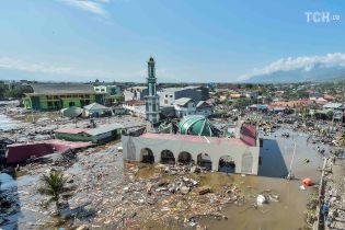 """Землетрясение и цунами в Индонезии: после удара стихии регион накрыла """"волна"""" грабежей и преступлений"""