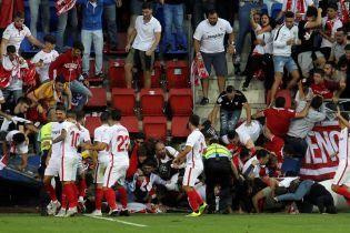 На футбольному матчі в Іспанії обвалилася огорожа, є постраждалі