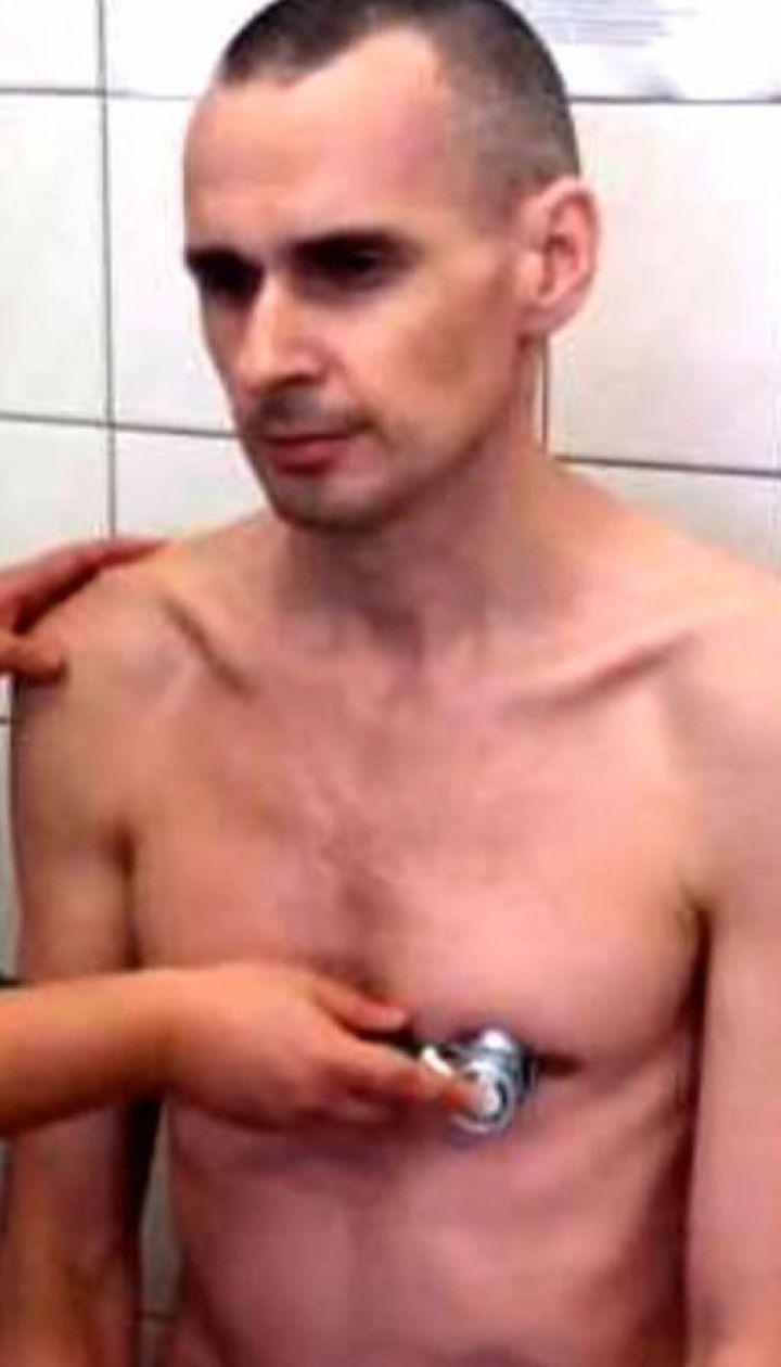 Россияне выложили в Сеть вроде бы свежее фото Олега Сенцова