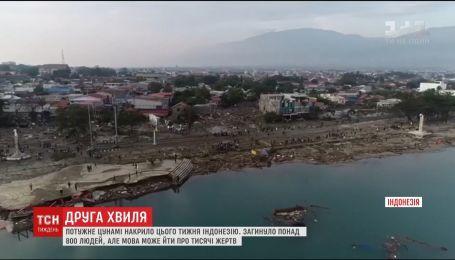 Потужне цунамі накрило Індонезію, загинуло понад 800 людей