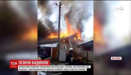 У Житомирі загорівся приватний будинок