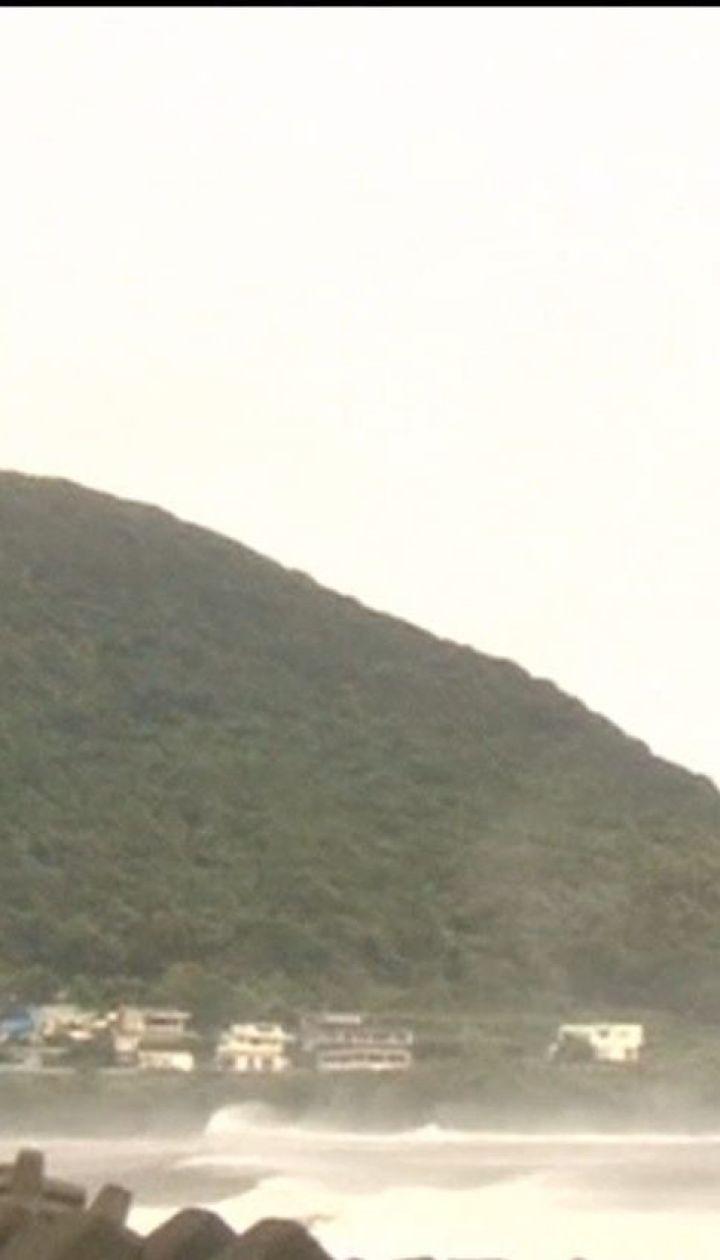 """Юг Японии страдает от мощного тайфуна """"Трами"""""""