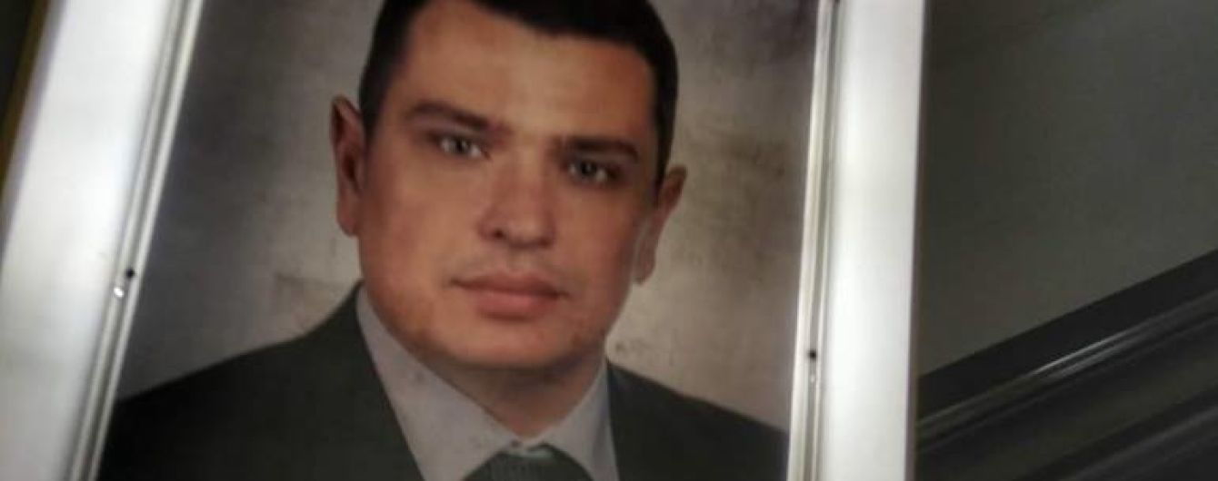 У метро Києва з'явилась реклама з Ситником і засіданням Комітету Ради