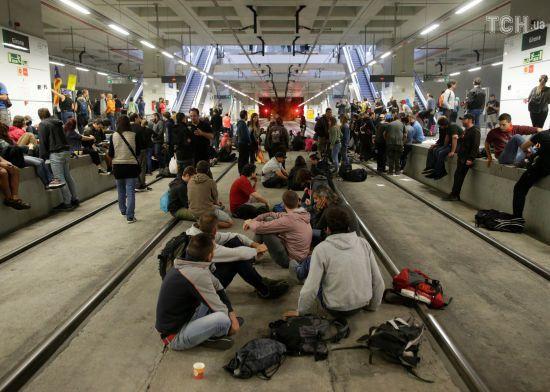 На першу річницю референдуму за незалежність активісти в Каталонії перекрили дороги та залізницю