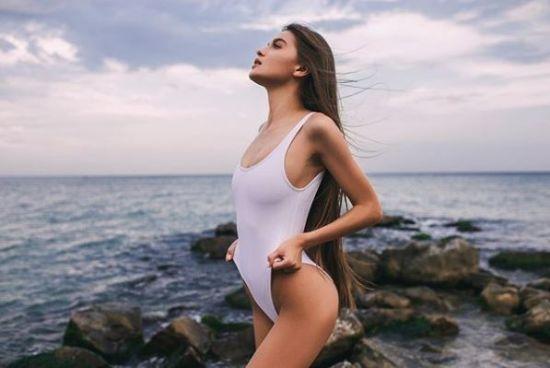 """Фото у бікіні та безліч спокусливих селфі. Що постить в Instagram новообрана """"Міс Україна"""""""