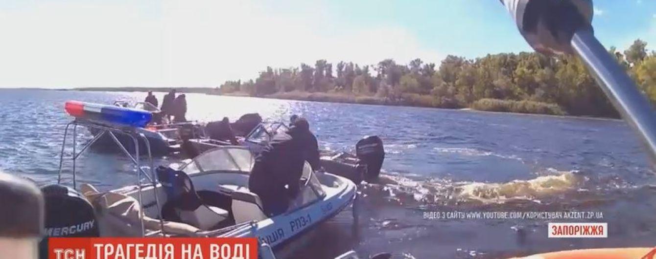 В Запорожье перевернулся катер с местными правоохранителями и чиновниками: один человек погиб