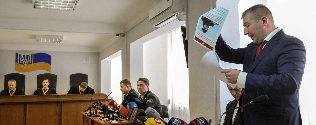 Адвокат розповів, як Янукович розраховується за свій захист в Україні