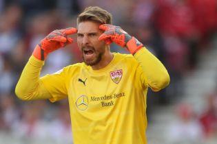 Ляп сезона: немецкий вратарь допустил невероятную ошибку после того, как решил поправить гетры
