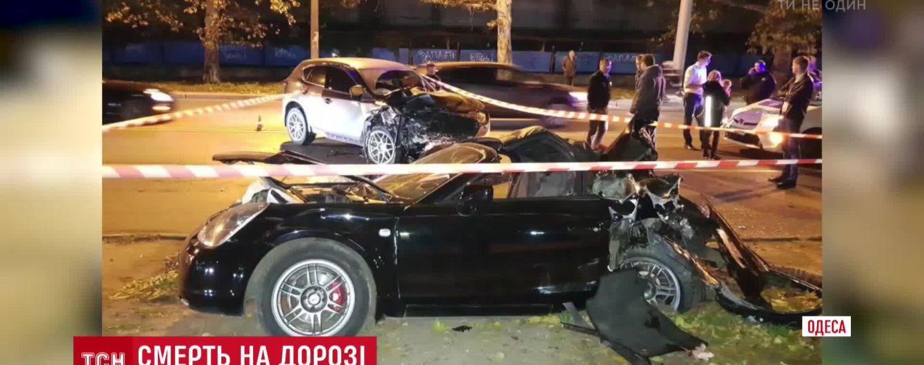 В Одессе водитель Toyota вылетел на встречную полосу и погиб от лобового столкновения