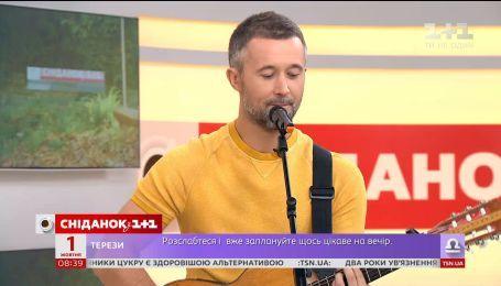 """Сергей Бабкин спел в студии """"Сніданка"""" в Международный день музыки"""