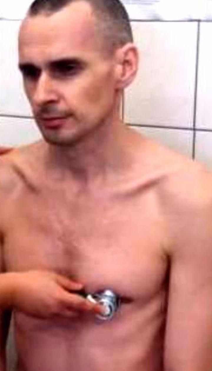В Кремле не подтверждают своей готовности обменять Олега Сенцова на трех россиян, осужденных в США