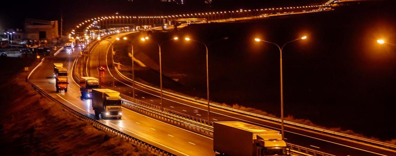 Оккупанты открыли движение для грузовиков по мосту через Керченский пролив